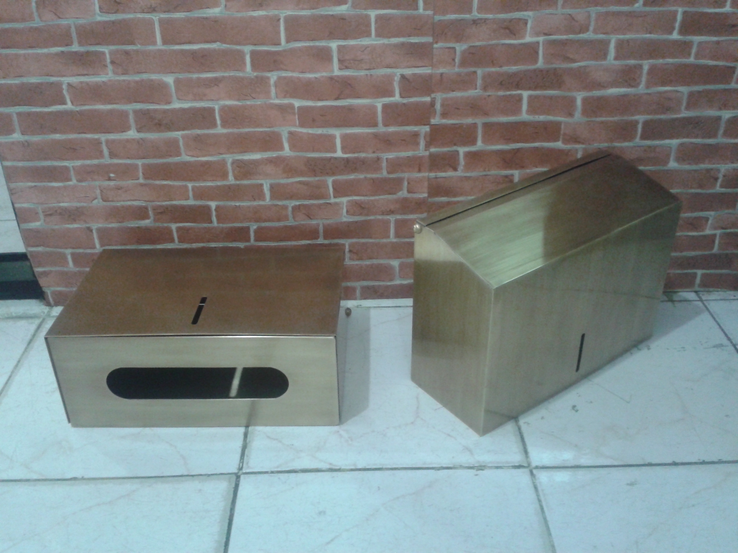 Toilet paper box material  is brass size L: 297 mm.H :217 mm. W:117 mm.Thick 1 mm.