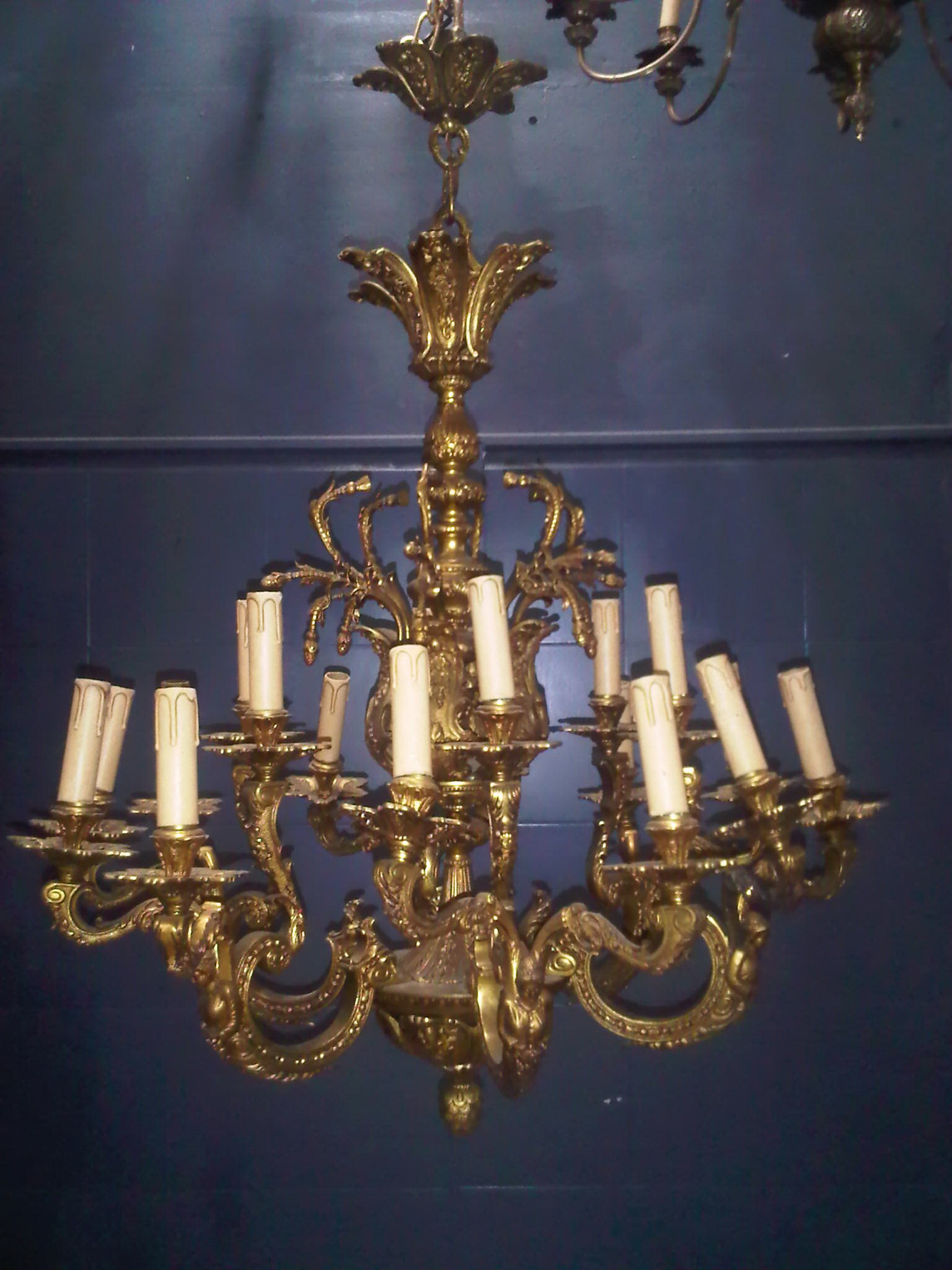 Antique Lamp code AT100G size wide 84 cm high 100 cm.