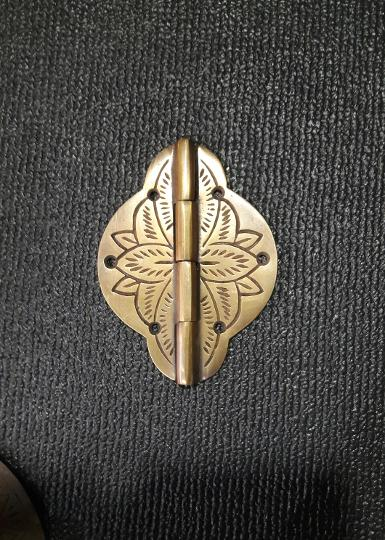 Brass hinge Item code V058MR size long 100 mm. Wide 75 mm. THICKNESS 3 MM.