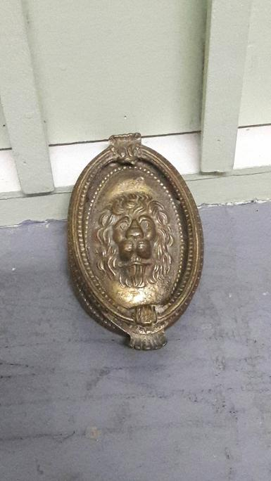 Lion Brass handle Item Code P152MP size long 135 mm. wide 90 mm. weight 700 gram.